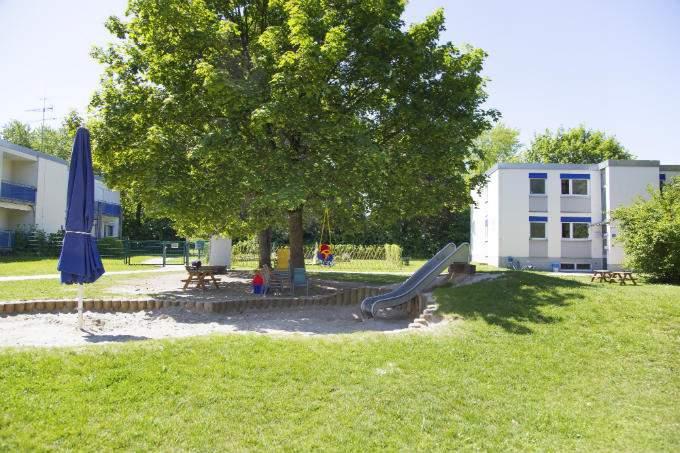 Kinderkrippe und Kindergarten Muenchen Garching Aussenbereich
