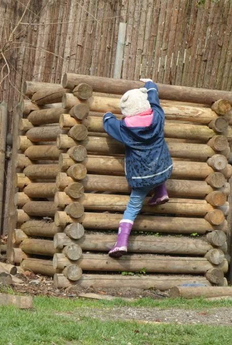 Kindergartenkind Zutrauen Klettern