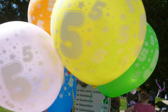 Kinderkrippe Kindergarten Garching luftballons bunt
