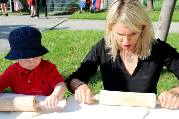 Kinderkrippe Kindergarten Trudering Sommerfest Backen