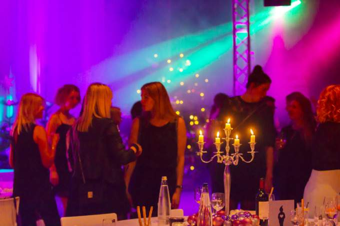 mitarbeiter-weihnachtsfeier-2016-party-wichtel-akademie