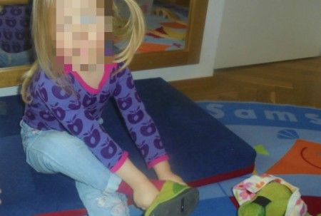 Schuhe anziehen Kinderkrippe Schwabing