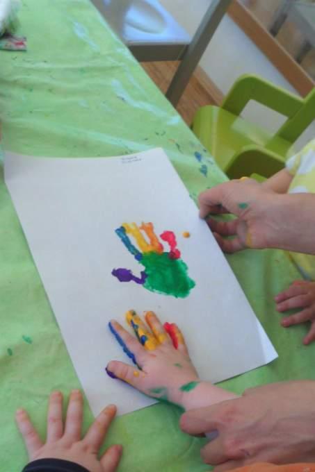 deutsch-spanisch-farbe-hand-elternkommunikation