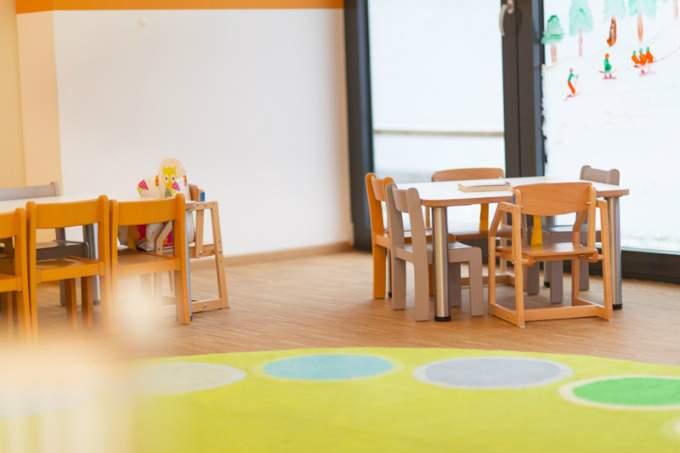 kinderkrippe münchen sendling westpark Kindertisch